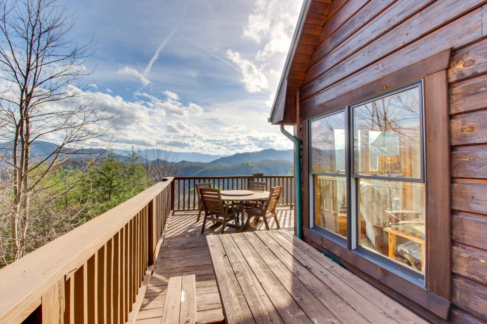 Red Wolf Lodge - Sevierville Vacation Rental - Photo 16