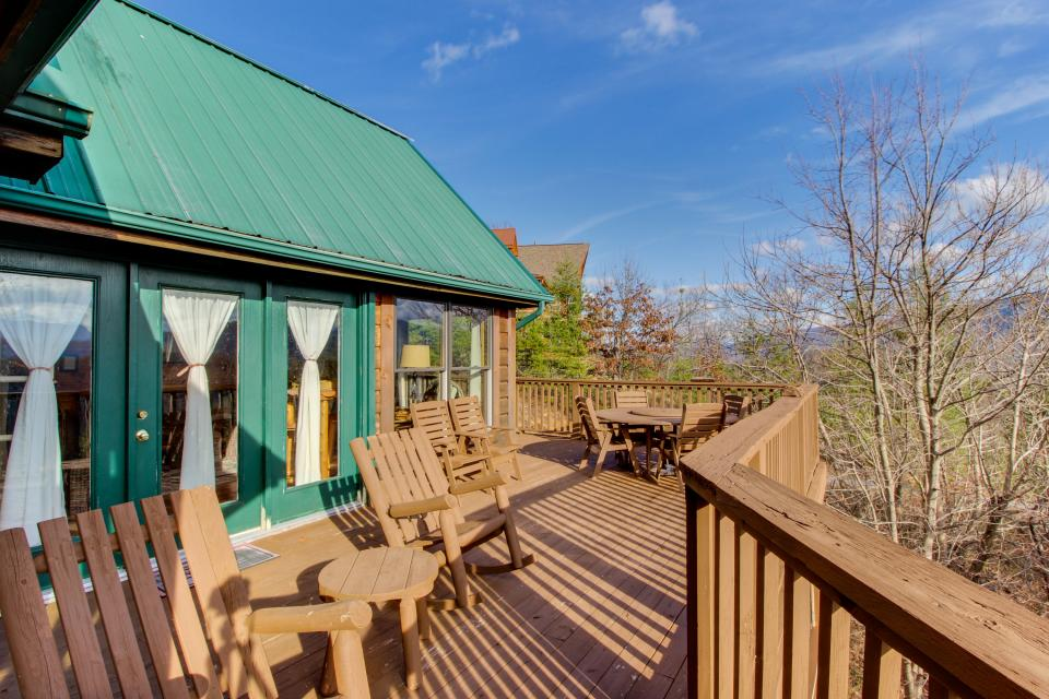 Red Wolf Lodge - Sevierville Vacation Rental - Photo 17
