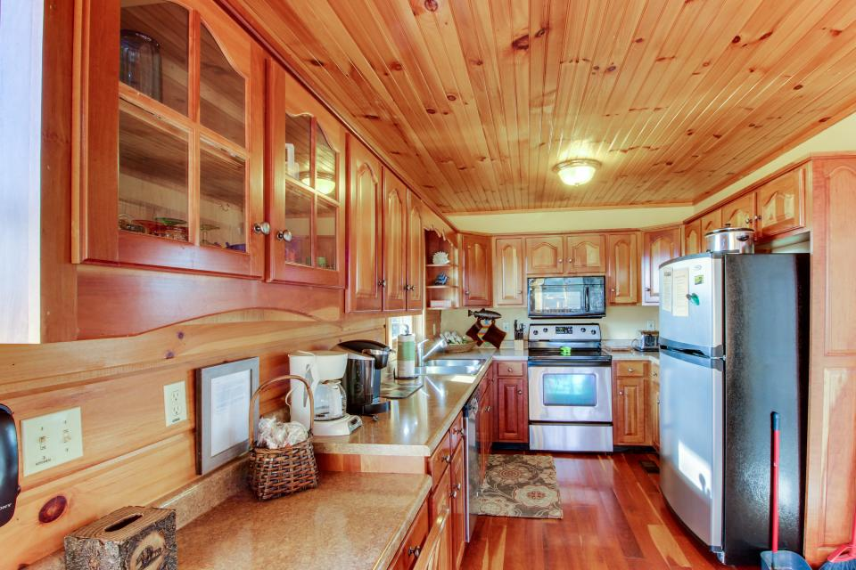 Red Wolf Lodge - Sevierville Vacation Rental - Photo 13