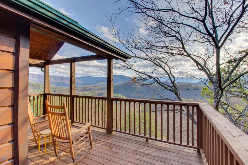 Red Wolf Lodge - Sevierville Vacation Rental - Photo 1
