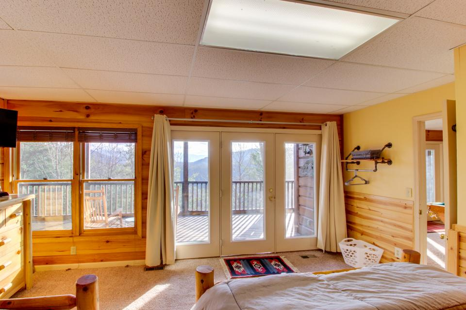 Red Wolf Lodge - Sevierville Vacation Rental - Photo 20