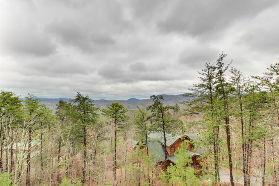 Mountain Escape  - Sevierville Vacation Rental - Photo 25