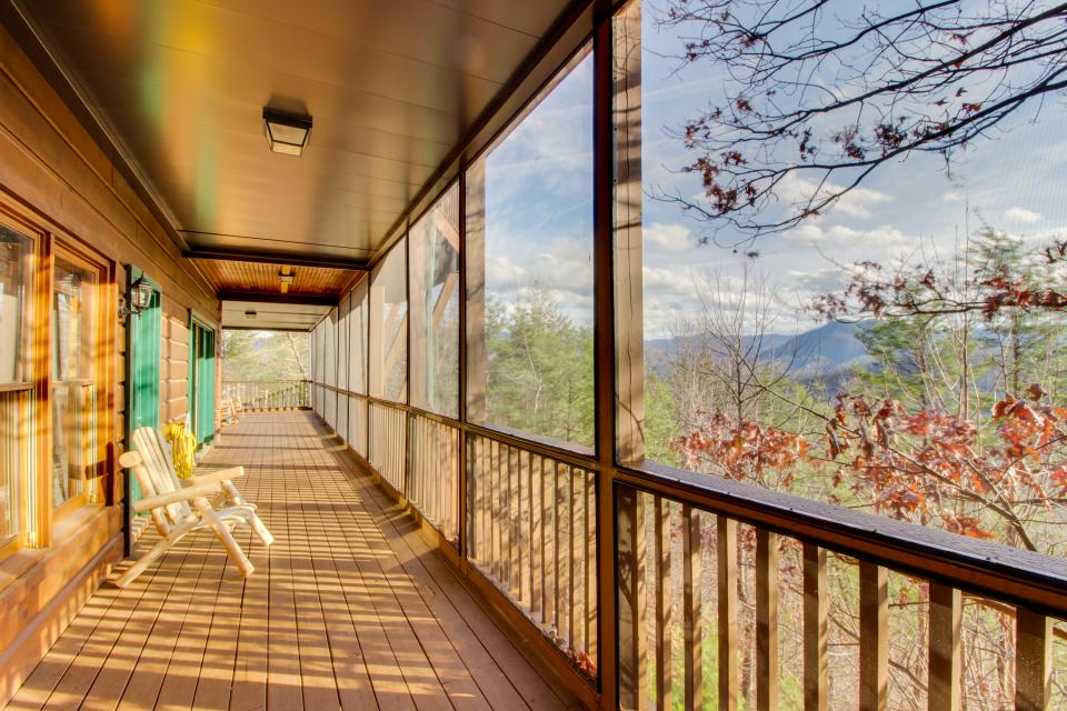 Red Wolf Lodge - Sevierville Vacation Rental - Photo 2