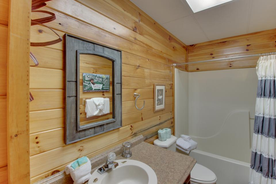 Red Wolf Lodge - Sevierville Vacation Rental - Photo 32