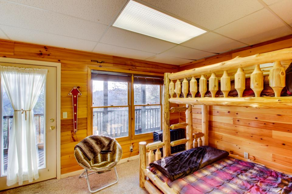 Red Wolf Lodge - Sevierville Vacation Rental - Photo 31