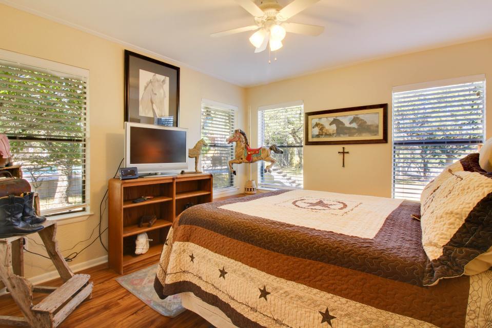 ... Whitetail Ridge Retreat   Dripping Springs Vacation Rental   Photo 7 ...