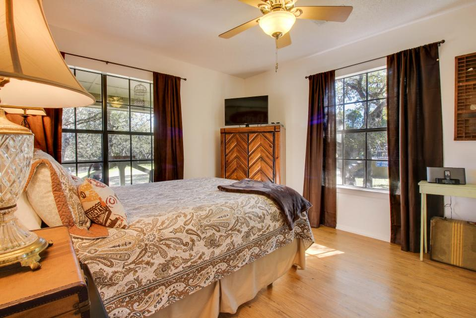 Superior ... The Cottage At Whitetail Ridge Retreat   Dripping Springs Vacation  Rental   Photo 17 ...