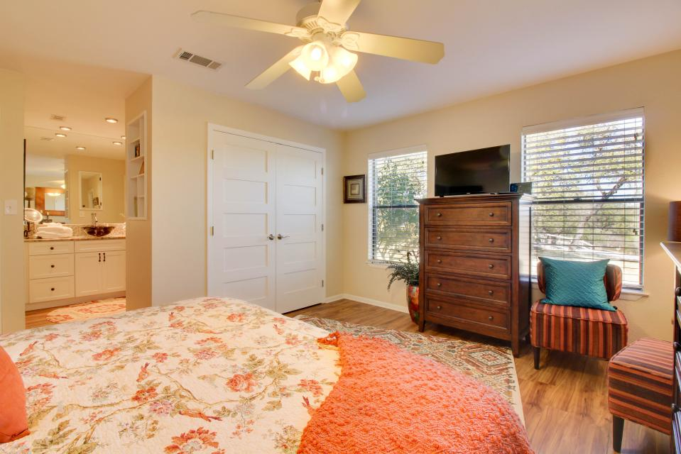 ... The Ranch House At Whitetail Ridge Retreat   Dripping Springs Vacation  Rental   Photo 18 ...