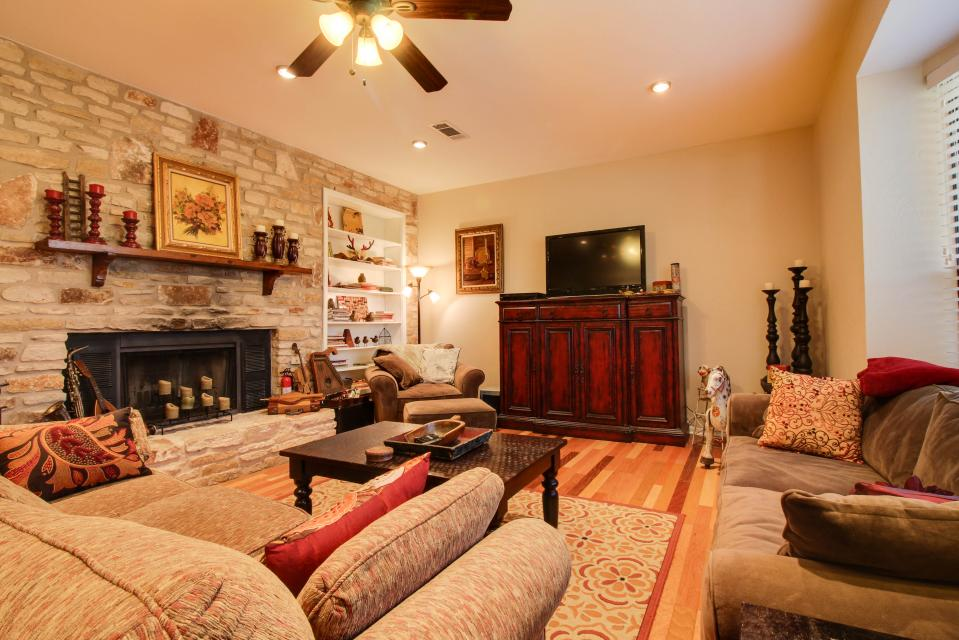 ... The Ranch House At Whitetail Ridge Retreat   Dripping Springs Vacation  Rental   Photo 7 ...