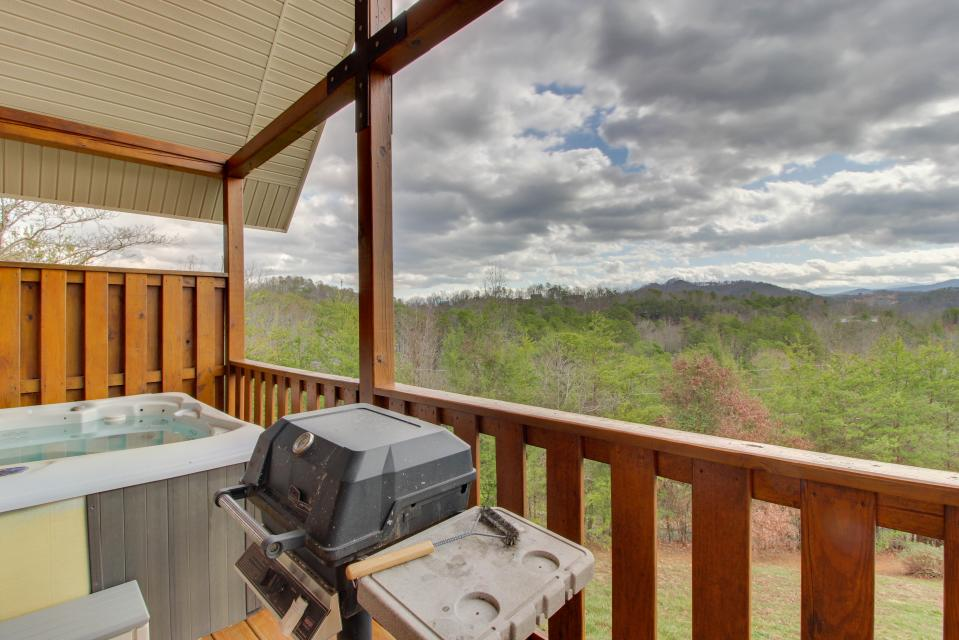 Awesome View Cabin - Sevierville Vacation Rental - Photo 27
