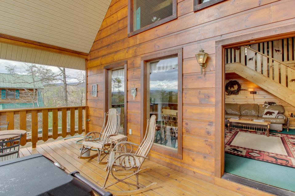 Awesome View Cabin - Sevierville Vacation Rental - Photo 3