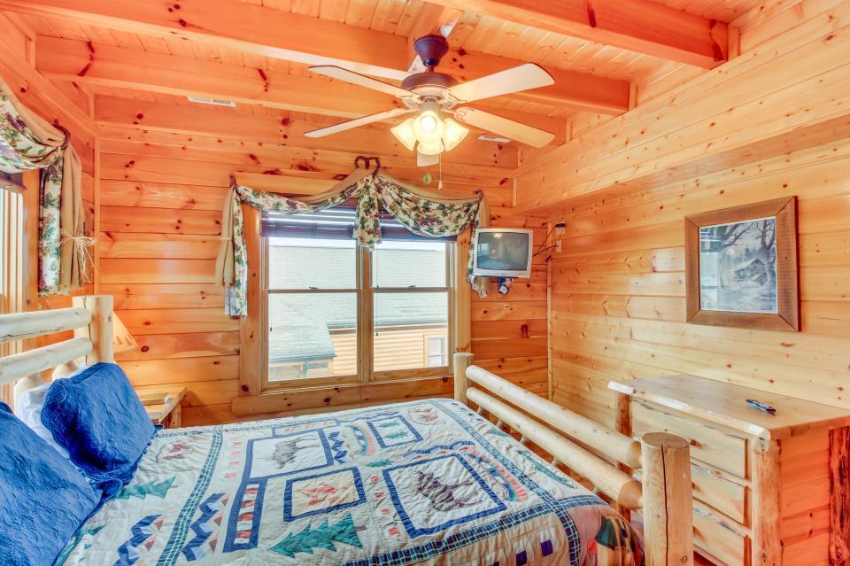 Martin's Retreat - Sevierville Vacation Rental - Photo 19