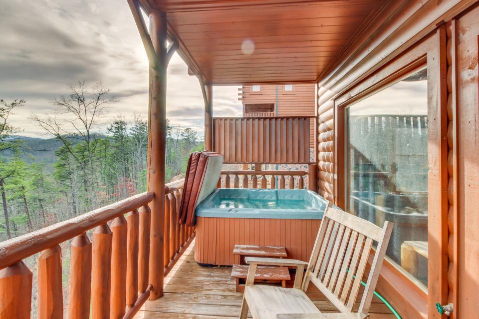 Martin's Retreat - Sevierville Vacation Rental - Photo 3