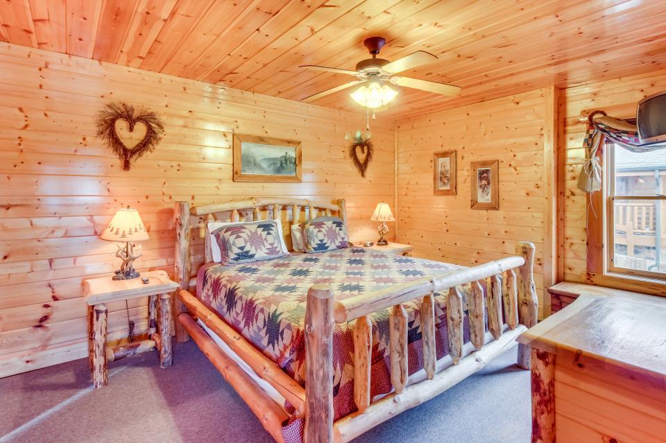 Martin's Retreat - Sevierville Vacation Rental - Photo 11