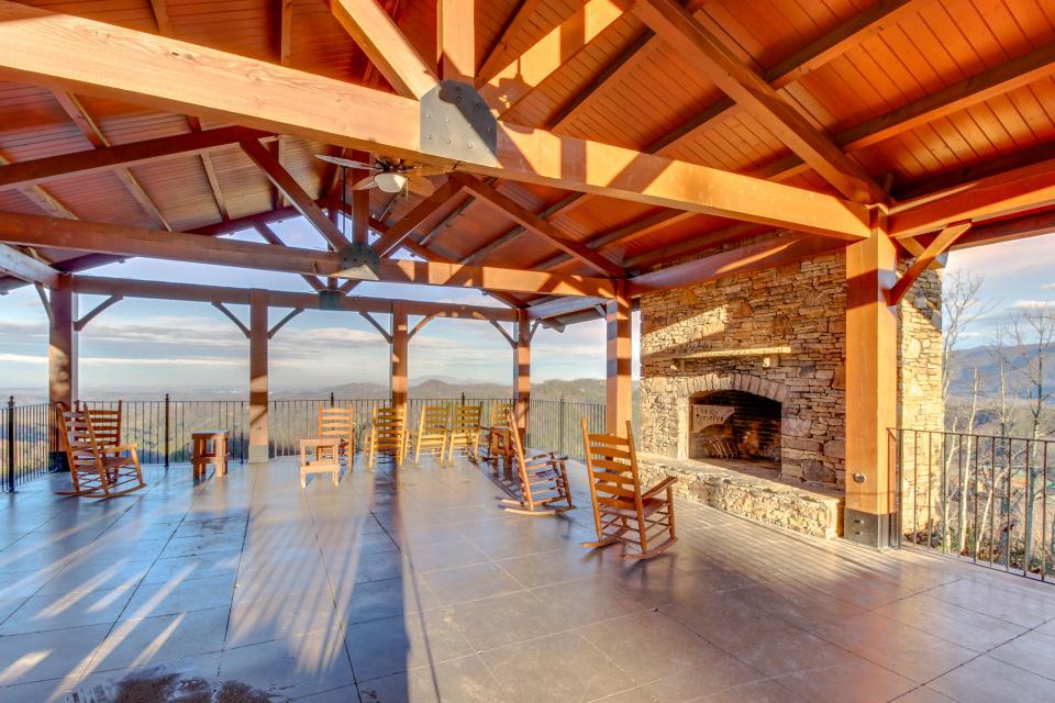 BearSlide Inn - Sevierville Vacation Rental - Photo 3