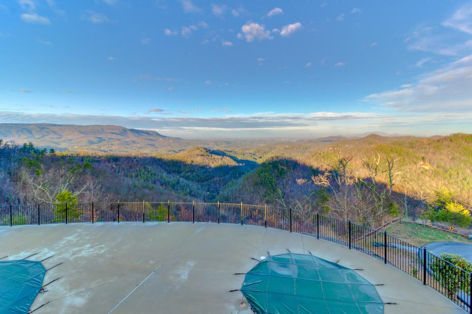 BearSlide Inn - Sevierville Vacation Rental - Photo 8