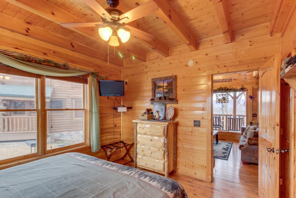 BearSlide Inn - Sevierville Vacation Rental - Photo 15