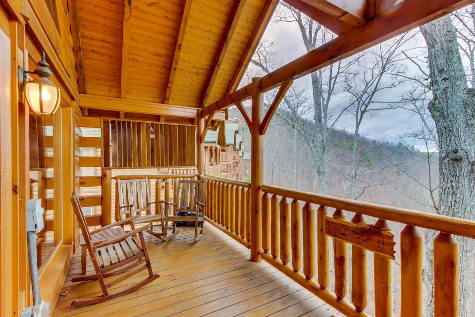 BearSlide Inn - Sevierville Vacation Rental - Photo 40