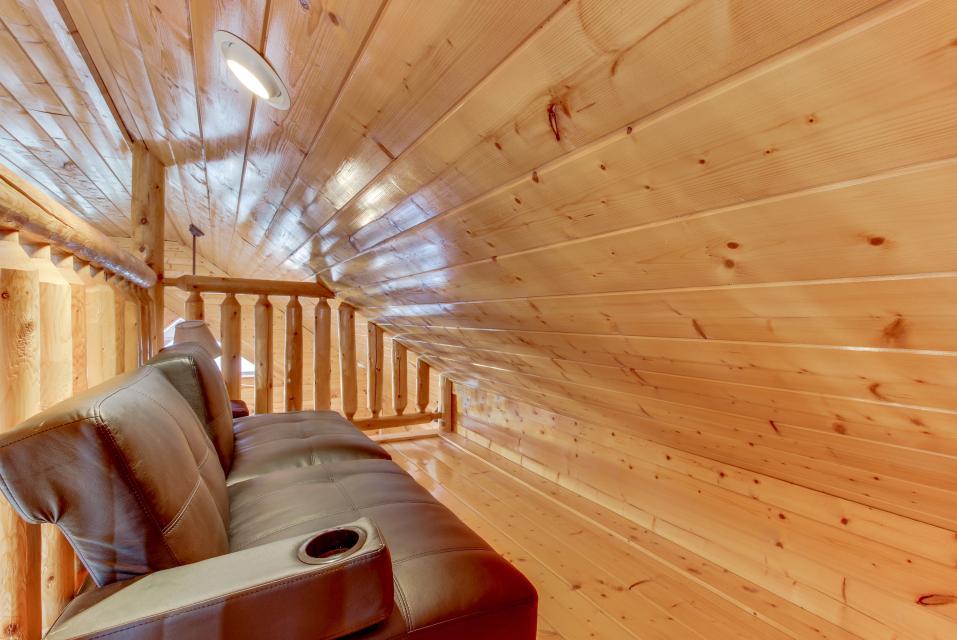 BearSlide Inn - Sevierville Vacation Rental - Photo 26