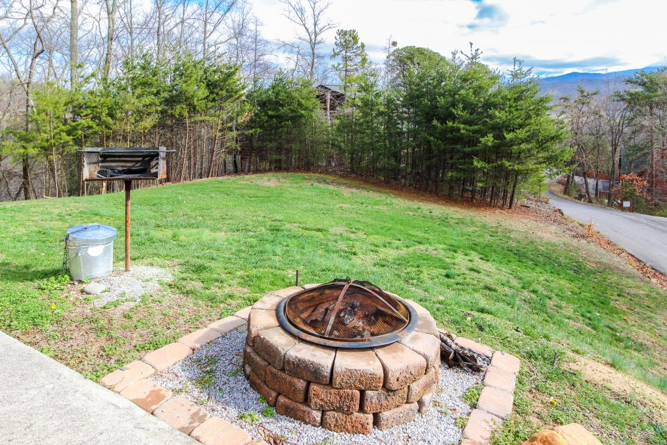 The Laughing Salamander  - Sevierville Vacation Rental - Photo 6