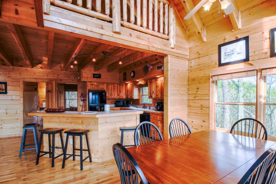 The Laughing Salamander  - Sevierville Vacation Rental - Photo 9
