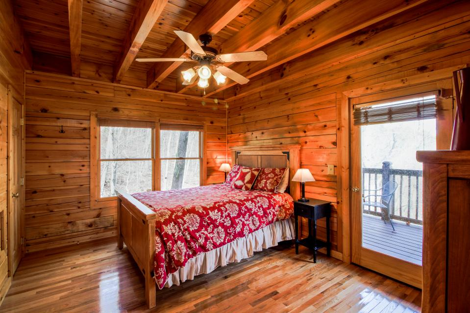 The Laughing Salamander  - Sevierville Vacation Rental - Photo 14