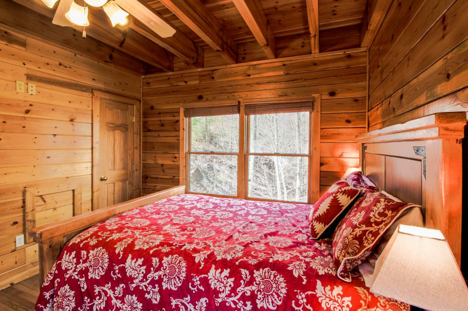 The Laughing Salamander  - Sevierville Vacation Rental - Photo 29