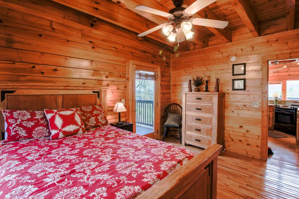 The Laughing Salamander  - Sevierville Vacation Rental - Photo 13