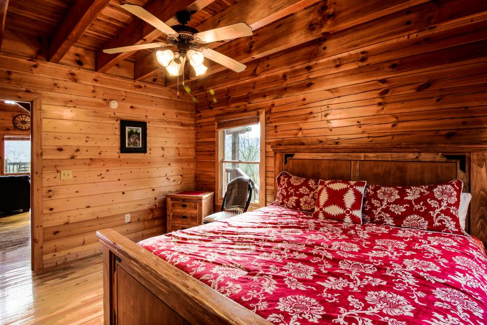 The Laughing Salamander  - Sevierville Vacation Rental - Photo 16