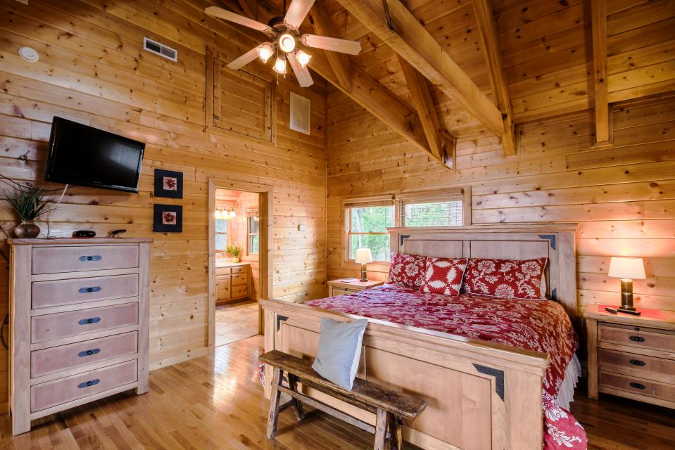 The Laughing Salamander  - Sevierville Vacation Rental - Photo 21