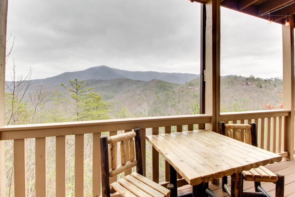 Cove Mountain Retreat - Sevierville Vacation Rental - Photo 29