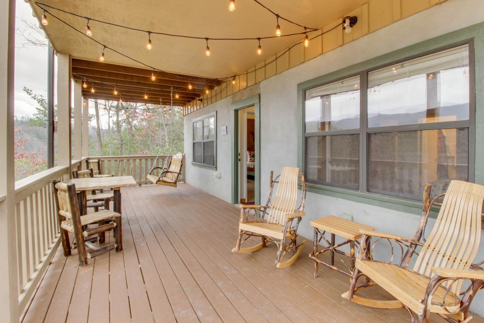 Cove Mountain Retreat - Sevierville Vacation Rental - Photo 26