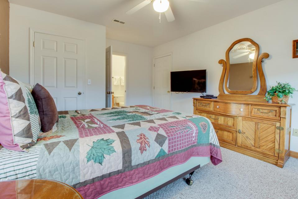 Cove Mountain Retreat - Sevierville Vacation Rental - Photo 24
