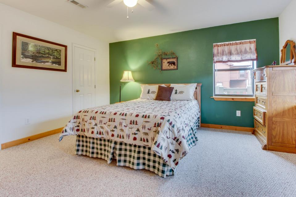 Cove Mountain Retreat - Sevierville Vacation Rental - Photo 21