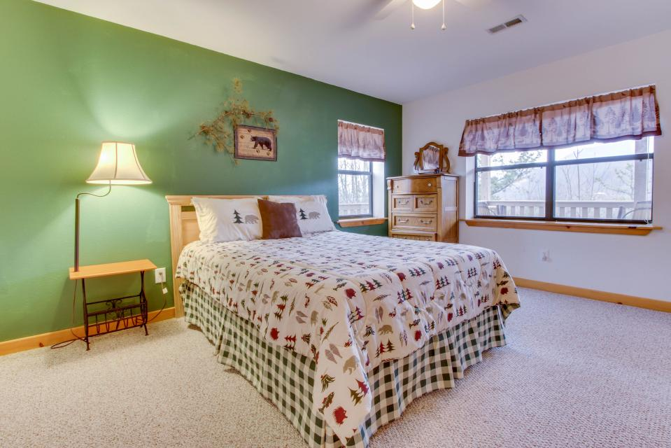 Cove Mountain Retreat - Sevierville Vacation Rental - Photo 20