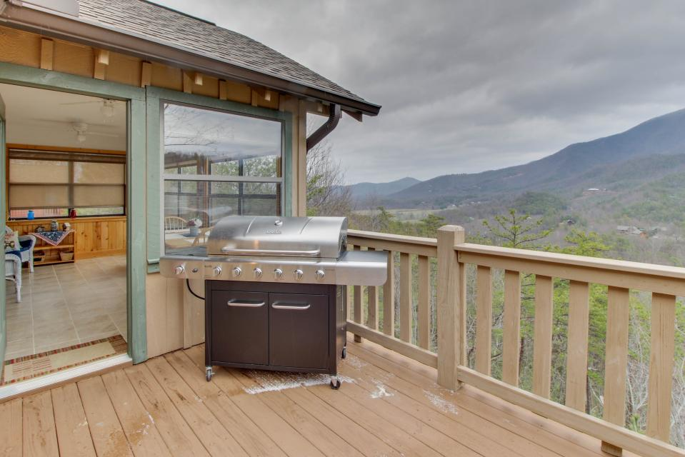 Cove Mountain Retreat - Sevierville Vacation Rental - Photo 19