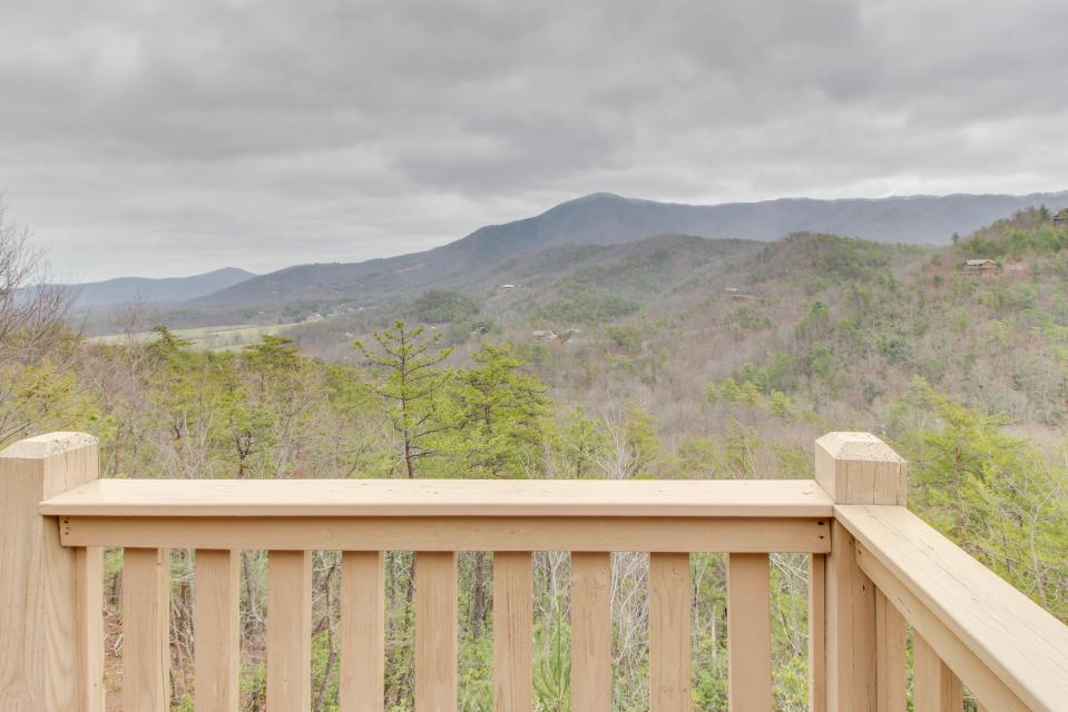 Cove Mountain Retreat - Sevierville Vacation Rental - Photo 18
