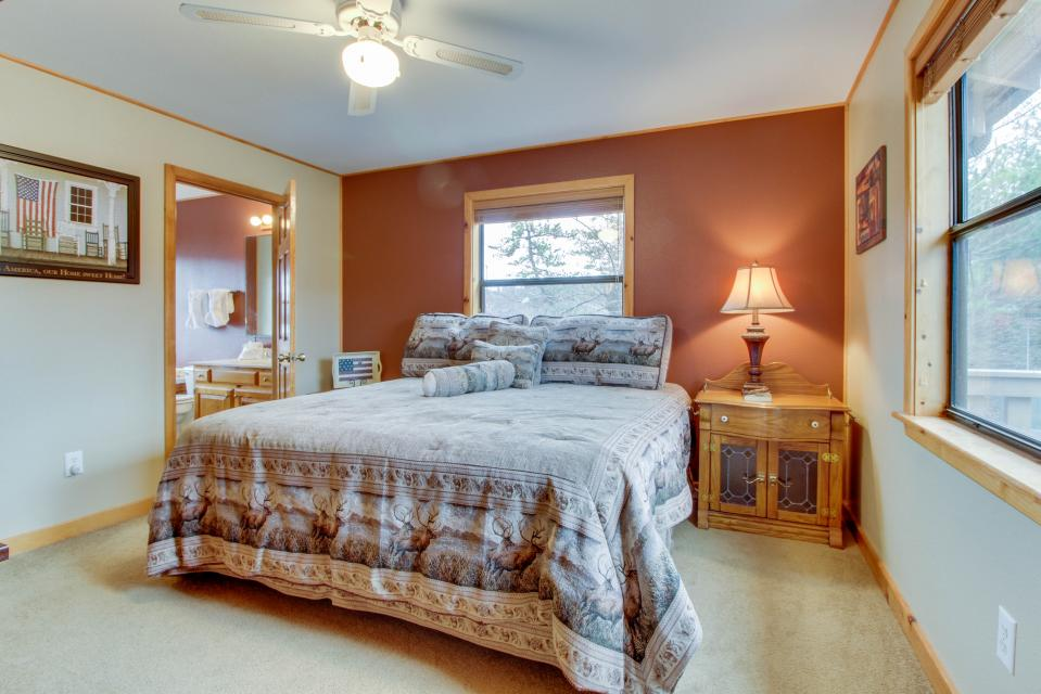 Cove Mountain Retreat - Sevierville Vacation Rental - Photo 11