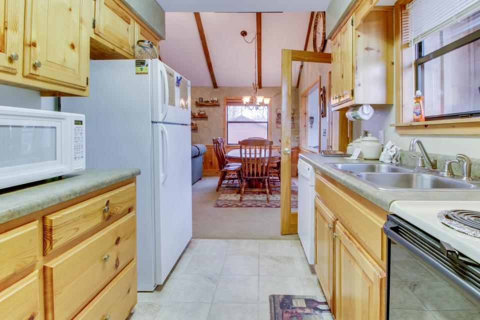 Cove Mountain Retreat - Sevierville Vacation Rental - Photo 10