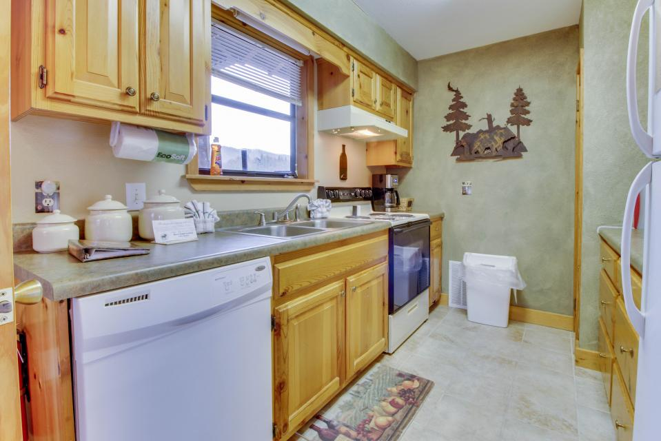 Cove Mountain Retreat - Sevierville Vacation Rental - Photo 8
