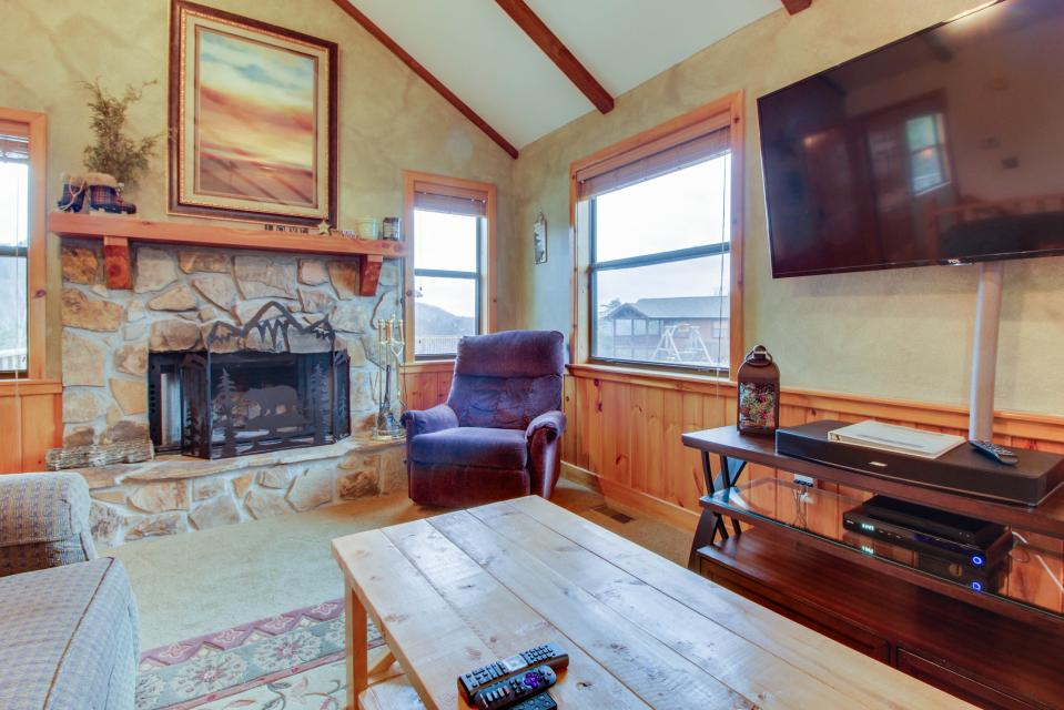 Cove Mountain Retreat - Sevierville Vacation Rental - Photo 7