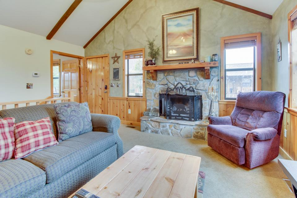 Cove Mountain Retreat - Sevierville Vacation Rental - Photo 4