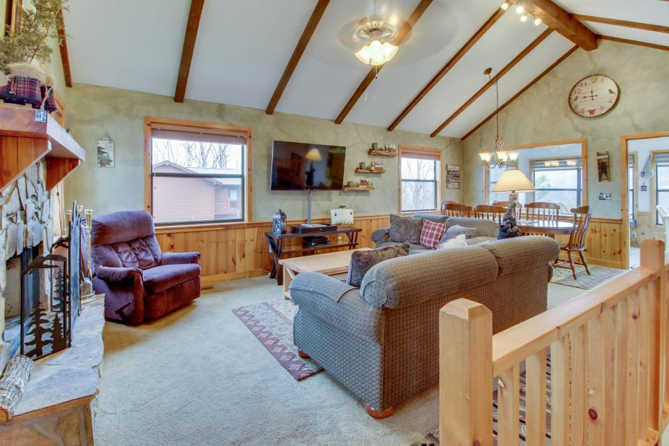 Cove Mountain Retreat - Sevierville Vacation Rental - Photo 3