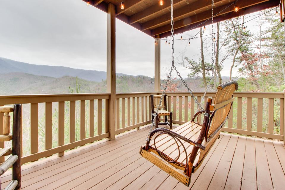 Cove Mountain Retreat - Sevierville Vacation Rental - Photo 2