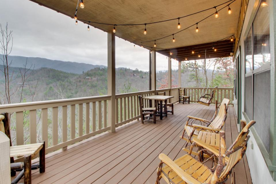 Cove Mountain Retreat - Sevierville Vacation Rental - Photo 1