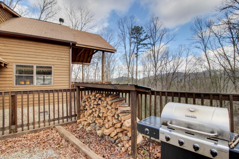 Mountain Breeze Cabin - Sevierville Vacation Rental - Photo 45