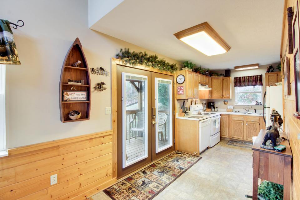 Mountain Breeze Cabin - Sevierville Vacation Rental - Photo 10