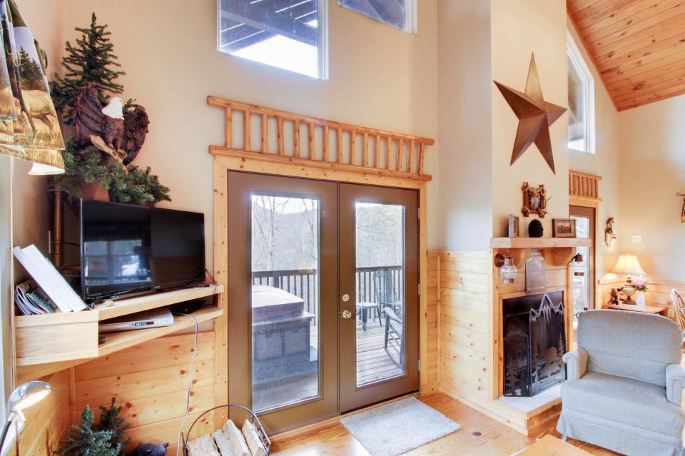 Mountain Breeze Cabin - Sevierville Vacation Rental - Photo 9