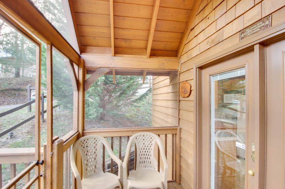 Mountain Breeze Cabin - Sevierville Vacation Rental - Photo 46