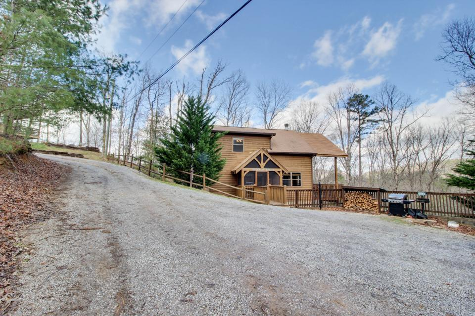 Mountain Breeze Cabin - Sevierville Vacation Rental - Photo 29
